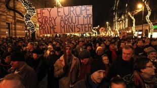 «Hé l'Europe, désolé d'avoir un tel Premier ministre» peut-on lire dans la manifestation à Budapest, ce lundi 2 janvier 2012.