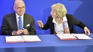 Bernard Cazeneuve, ministro francês do Interior e Theresa May, homóloga britânica.