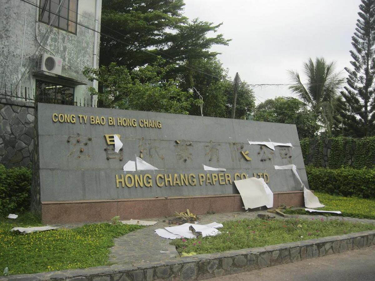 Một nhà máy của Trung Quốc bị hư hại trong các biểu tình chống Trung Quốc tại tỉnh Bình Dương ngày 14/05/2014.
