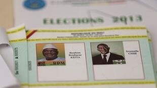 Les Maliens devaient exprimer leur choix en choisissant entre Ibrahim Boubacar Keita (à gauche) et Soumaila Cissé (à droite).
