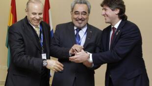 Cumbre del Mercosur en Paraguay: los ministros de Economía, Guido Mantega de Brasil, Dionisio Borda de Paraguay y Amado Boudou de Argentina, el 28 de junio de 2011.