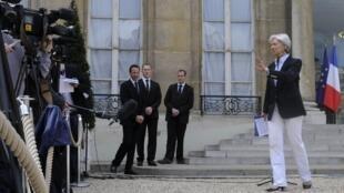 Christine Lagarde à la sortie de la réunion de négociation sur le plan d'aide à la Grèce, à l'Elysée.
