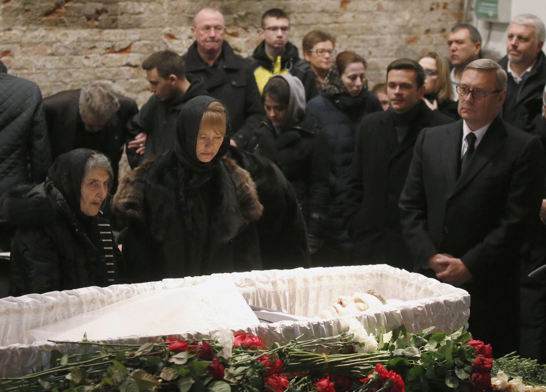 Funeral do opositor de Vladimir Putin, o russo Boris Nemtsov assassinado nesta sexta-feira.