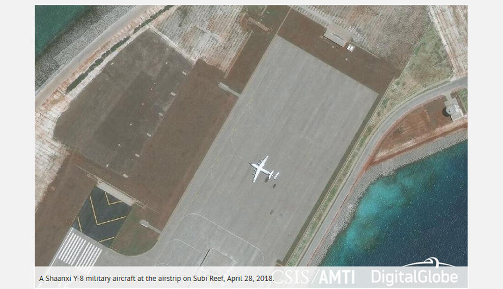 Ảnh minh họa : Ảnh vệ tinh ngày 28/04/2018: Máy bay vận tải quân sự Thiểm Tây Y-8 (Shaanxi Y-8) của Trung Quốc trên Đá Xu Bi, Trường Sa (Ảnh chụp màn hình website AMTI)