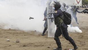 Trabajadores rurales y la policía peruana chocaron el 30 de diciemnbre de 2020 en Viru, 510 km al norte de Lima, con saldo de dos manifestantes muertos