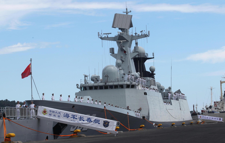 Tàu chiến Trung Quốc đến cảng Davao Philippines. Ảnh ngày 30/04/2017.
