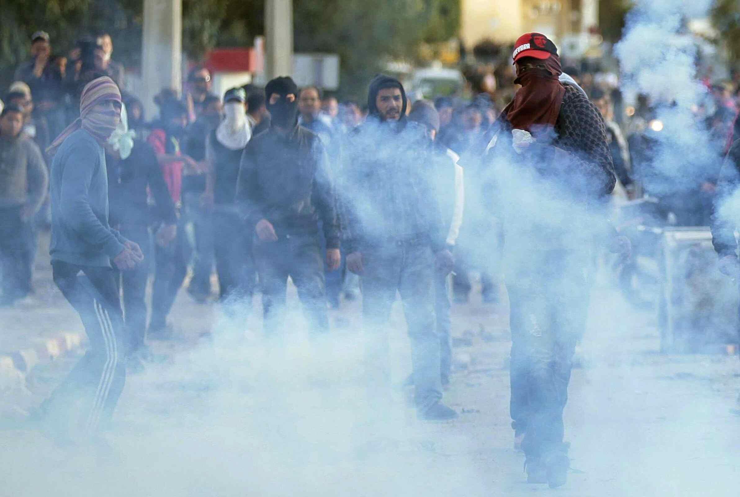 Ce samedi en fin d'après-midi, des centaines de jeunes et des policiers s'affrontaient toujours. Siliana, le 1er décembre 2012.