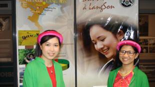 Gian trưng bày của tỉnh Lạng Sơn tại hội nghị hợp tác phi tập trung Việt - Pháp, ở TP Brest.