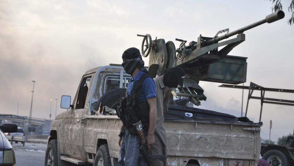 Combatente do grupo Estado Islâmico, na chegada dos jihadistas a Mossul, em 11 de junho de 2014.