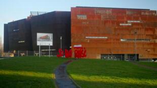 Dans les chantiers navals de Gdansk, le nouveau musée couleur rouille baptisé Centre européen de Solidarnosc.
