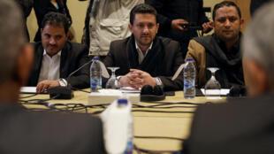 Abdul Qader Murtada, chef de la délégation houthie, assiste à une nouvelle série de pourparlers pour discuter d'un accord d'échange de prisonniers entre les parties belligérantes du Yémen, à Amman, en Jordanie, le 5 février 2019.