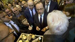 Франсуа Олланд на открытии Сельскохозяйственного салона