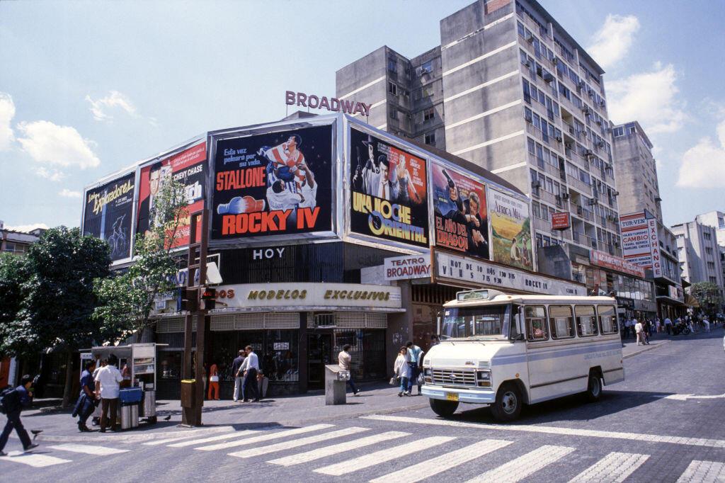 Façade d'un cinéma en 1986 à Caracas, au Venezuela. (Photo d'illustration)
