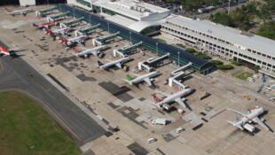 Vue aérienne de l'aéroport Santos Drumont, à Rio de Janeiro.