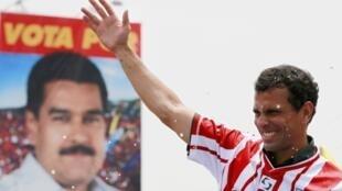 Fotomontagem com os dois candidatos a presidência da Venezuela, Nicolas Maduro e Henrique Capriles.