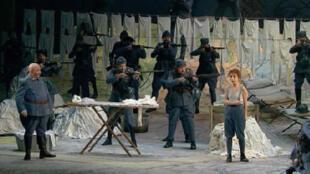 «La Fille du régiment» avec Natalie Dessay (D) à l'Opéra Bastille à Paris.