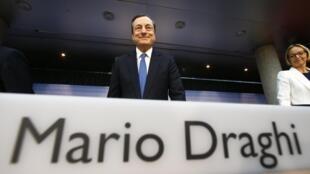 Le gouverneur de la BCE a annoncé une série de mesures concrètes pour enrayer la déflation qui menace. Photo : Francfort, le 5 juin 2014.