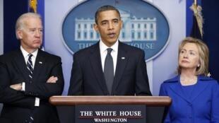 Barack Obama fala sobre o relatório ao lado do vice-président Joe Biden e da chefe da diplomacia, Hillary Clinton