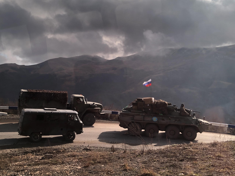 Российские миротворцы спускаются в Кельбаджарский район через Карабахский хребет. 13 ноября 2020 г.