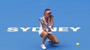 A polonesa Agnieszka Radwanska, uma das principais candidatas ao título do Torneio de Sydney, sofreu nesta terça-feira com o calor na Austrália.