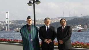 Presidents Hamid Karzai of Afghanistan (L), Abdullah Gul of Turkey (C) and Asif Ali Zardari of Pakistan (R) in Istanbul