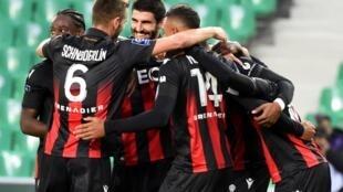 Les joueurs de l'OGC Nice en liesse après un but contre Saint-Etienne à Geoffroy-Guichard, le 18 octobre 2020