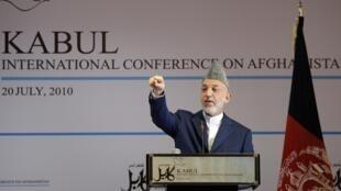 阿富汗總統卡爾紮伊在喀布爾國際大會上發言(2010年7月20日)