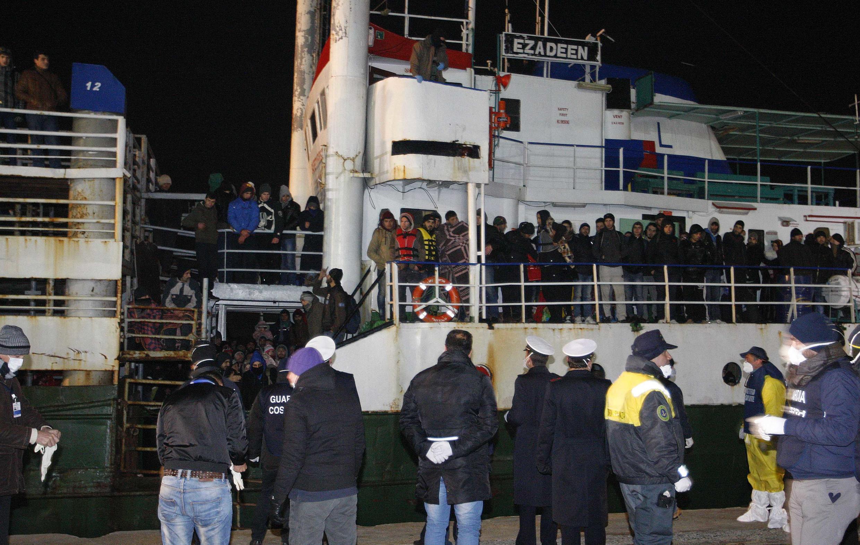 L'Ezadeen et les 360 migrants clandestins qui se trouvaient à son bord sont arrivés, vendredi 2 janvier au soir, dans le port italien de Corigliano.