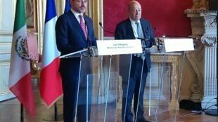 El ministro de Relaciones Exteriores de México, Luis Videgaray y su homólogo francés, Jean-Yves le Drian tras el encuentro en París. 17 de abril de 2018.