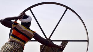 Utilisation d'une pompe à eau Burkina Faso.