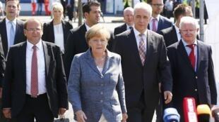 Angela Merkel en visite au centre de réfugiés de Heidenau, le 26 août 2015.