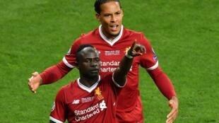 Le Sénégalais Sadio Mané (au premier plan) fait partie de la liste des nommées pour le titre du meilleur joueur en Angleterre cette année.