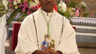 Dom Inácio Saure, bispo da diocese de Tete, centro de Moçambique