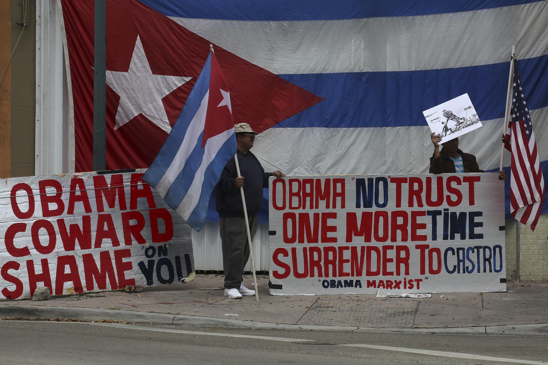 Protesta contra la visita de Obama a Cuba en el barrio de Little Havana, Miami, este 21 de marzo de 2016.