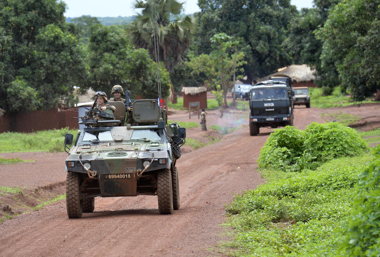 """在中非共和國執行""""紅蝴蝶""""軍事行動的法軍士兵"""