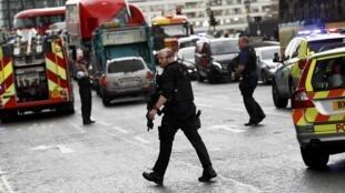 Police et services d'urgence, à proximité du Parlement, à Londres, le 22 mars 2017.
