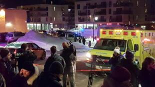 Un périmètre de sécurité a été installé autour du Centre culturel islamique de la ville de Québec, après une fusillade meurtrière, dimanche 29 janvier au soir.