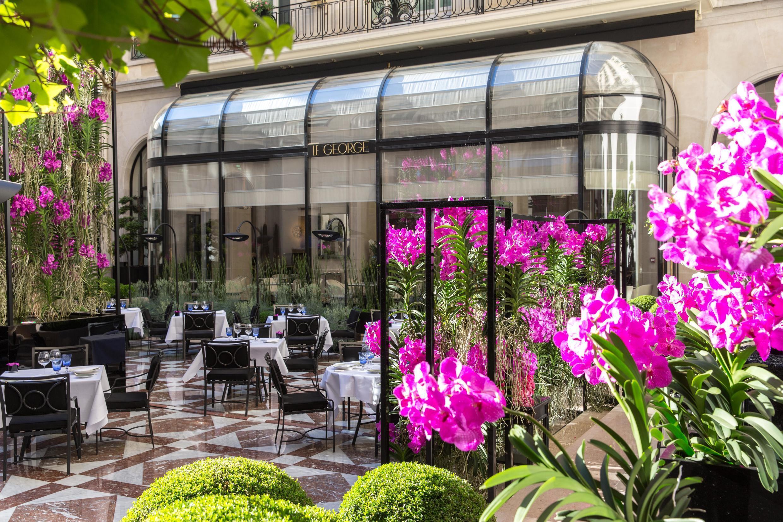 Мраморный дворик в отеле Le George V