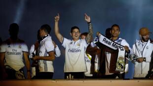 El equipo del Real Madrid festeja el título de Liga, este 22 de mayo de 2017 en Madrid.