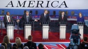 Segundo debate entre os 11 principais pré-candidatos republicanos à Casa Branca, na Califórnia. Da esquerda- direita: Ben Carson, Donald Trump, Jeb Bush, Ted Cruz e Carly Fiorina.