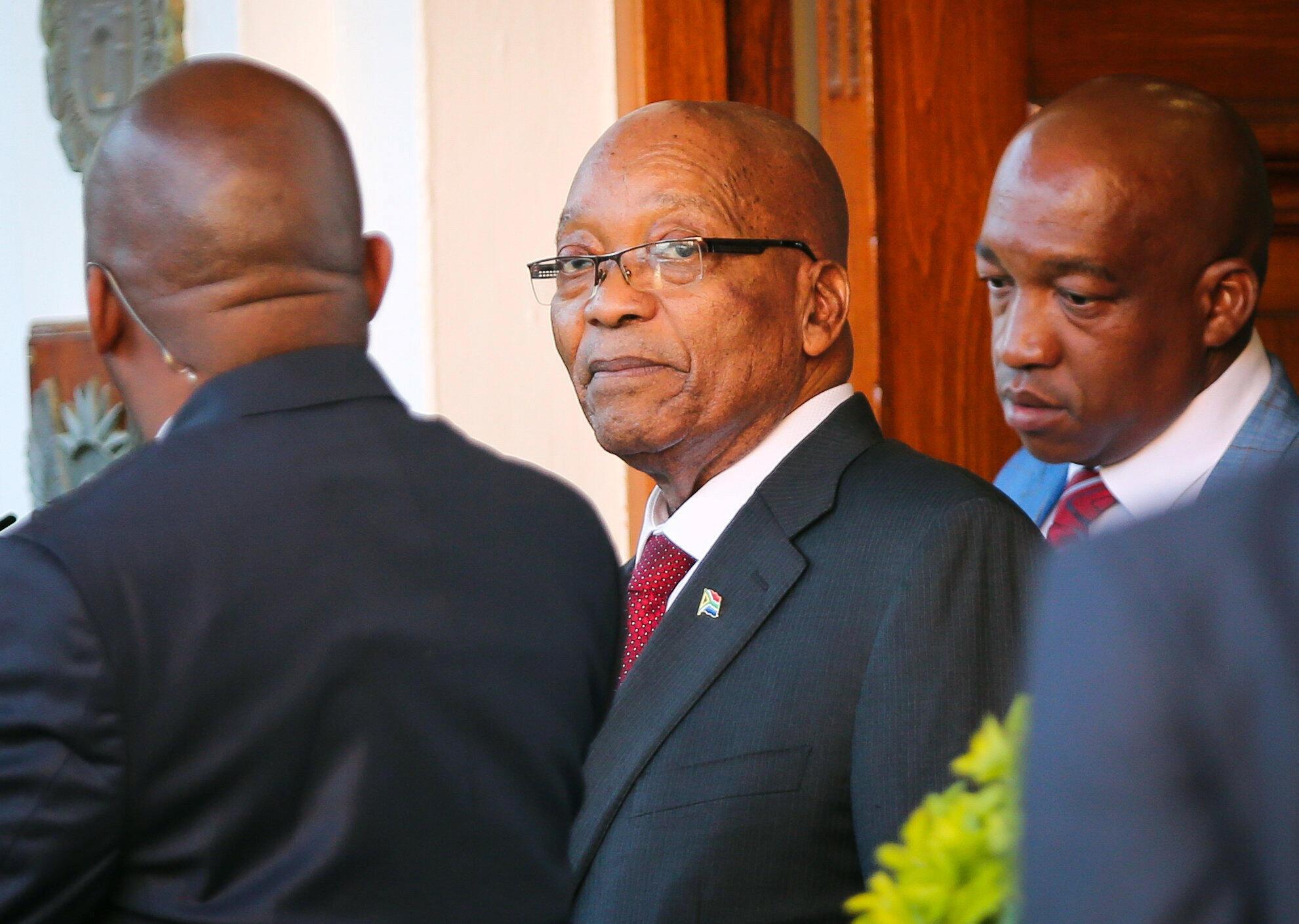 Le président Jacob Zuma quitte Tuynhuys, le bureau présidentiel au Parlement de Cape Town, le 7 février 2018.