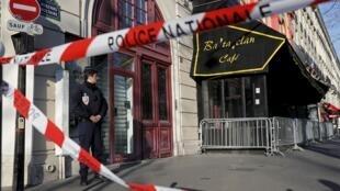 Reconstituição dos ataques do 13 de Novembro na sala de espetáculo Bataclan em Paris.