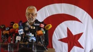 O líder do partido islamita Ennahda, Rached Ghannouchi, durante conferência de imprensa que anunciou, na última quinta-feira, dia 15 de agosto, que o governo não aceita a proposta de uma administração apolítica na Tunísia.