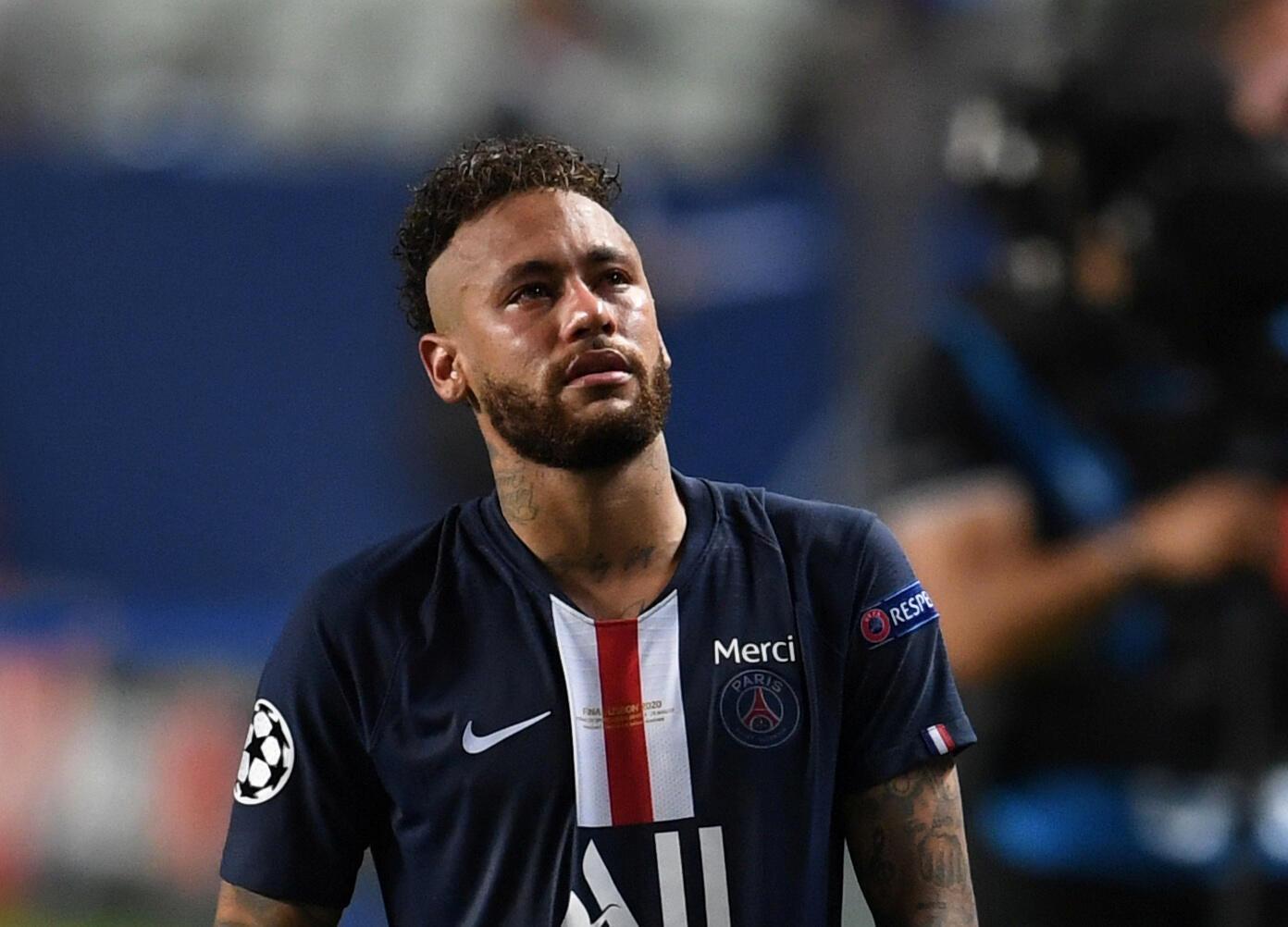 Le footballeur brésilien du PSG Neymar, les larmes aux yeux après la finale de Ligue des champions perdue face au Bayern Munich, le 23 août 2020.