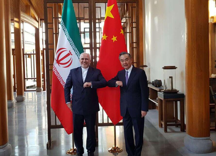 """وانگ یی و محمد جواد ظریف، در """"تِنگ چونگ"""" واقع در جنوب غربی چین با یکدیگر دیدار کردند"""