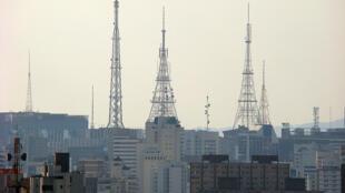 Antenas de difusão na região da Avenida Paulista, em São Paulo. O monopólio da informação é o assunto do Correio dos Ouvintes deste domingo.