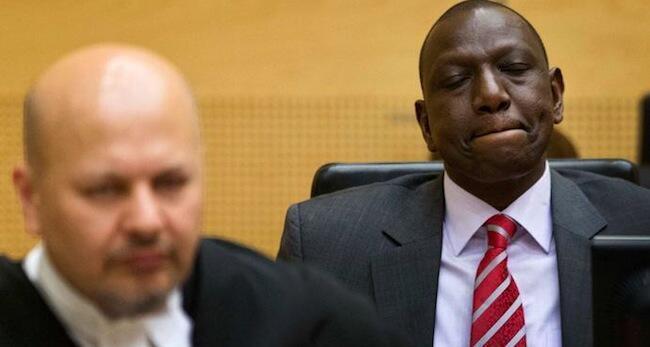 Naibu wa rais wa Kenya, William Ruto akiwa kwenye mahakama ya ICC kujibu mashtaka ya uhalifu wa kibanadamu inayomkabili