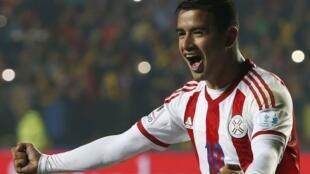 Derlis González, autor do gol da vitória do Paraguai.
