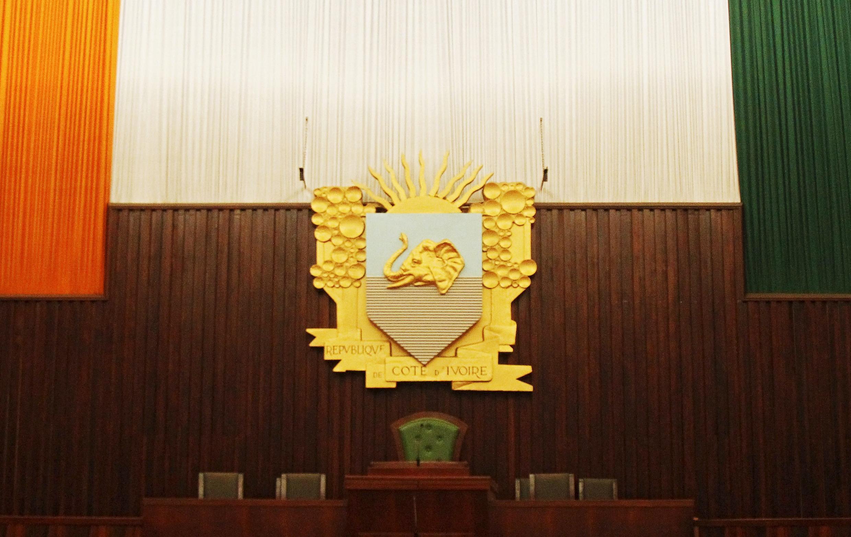Le fauteuil du président à l'Assemblée nationale ivoirienne, à Abidjan, le 8 décembre 2015.