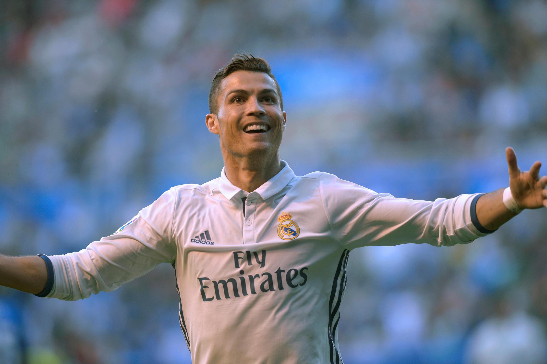 Cristiano Ronaldo na Real Madrid ya kafa tarihi, in da ya kasance mutun na farko da ya zura kwallaye 100 a gasar zakarun Turai